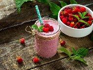 Рецепта Смути с кокос и малини